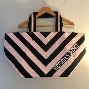 NWT Victoria's Secret Duffel Bag Black and Pink